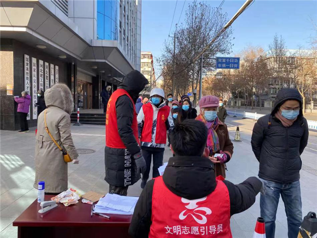 """河北建工集团志愿服务战疫""""红"""""""