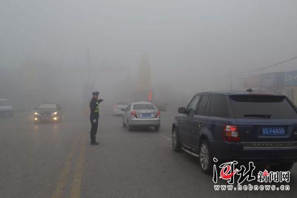 秦皇岛港公安局积极开展服务帮助辖区企业应对雾霾天气